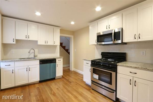 3 Saint James Pl, Roxbury, MA