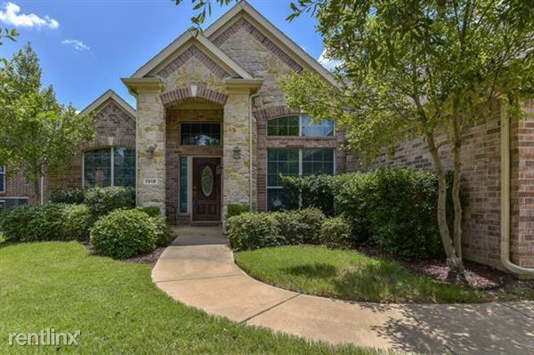 1918 Laurel Oak Court, Arlington, TX