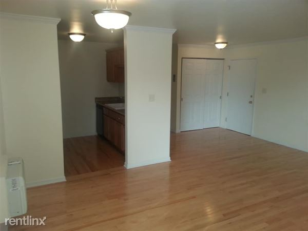 2018 N Oakland Ave Apt 201, Milwaukee, WI