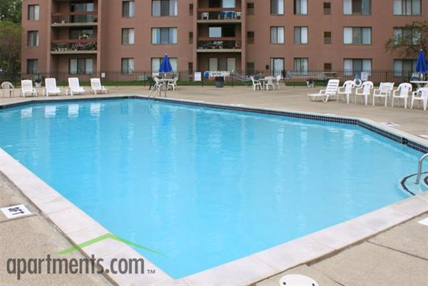 Lincoln towers apartments 15075 lincoln st oak park mi for Pool show michigan