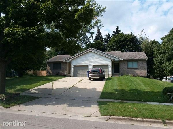 3613 NEWCASTLE DR SE A, Grand Rapids, MI