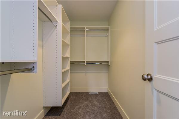 022-photo-walk-in-closet-2779371