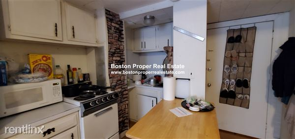 323 Beacon St Apt 1, Boston, MA