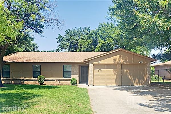 501 S Walnut Creek Drive, Mansfield, TX