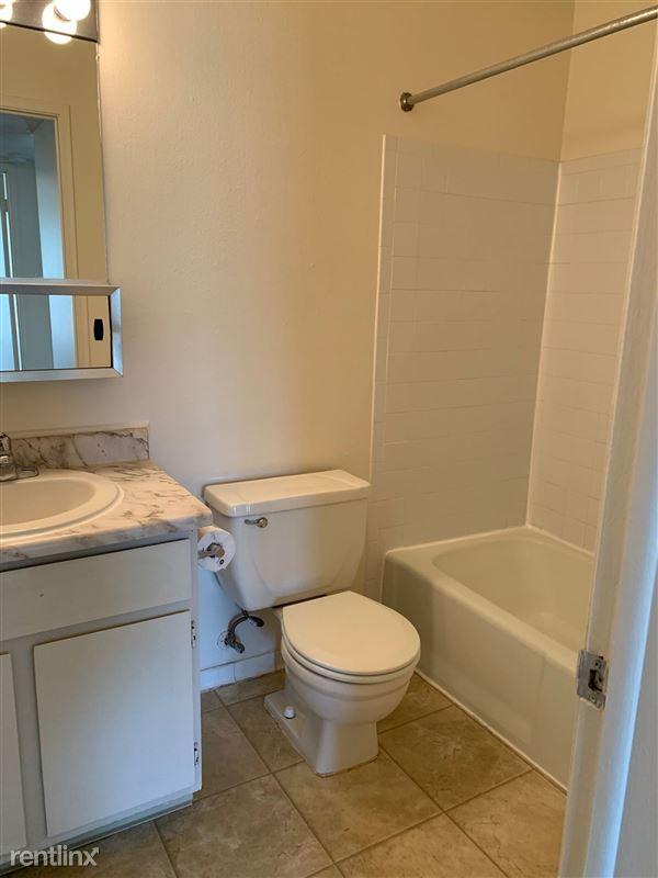 Knob Hill Apartments - 2 - IMG_3692