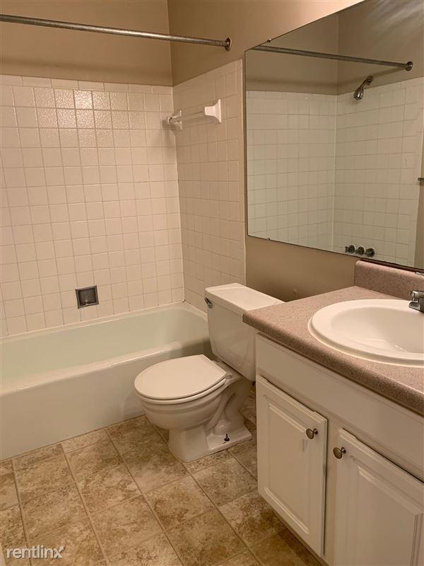 Knob Hill Apartments - 5 - Bathroom