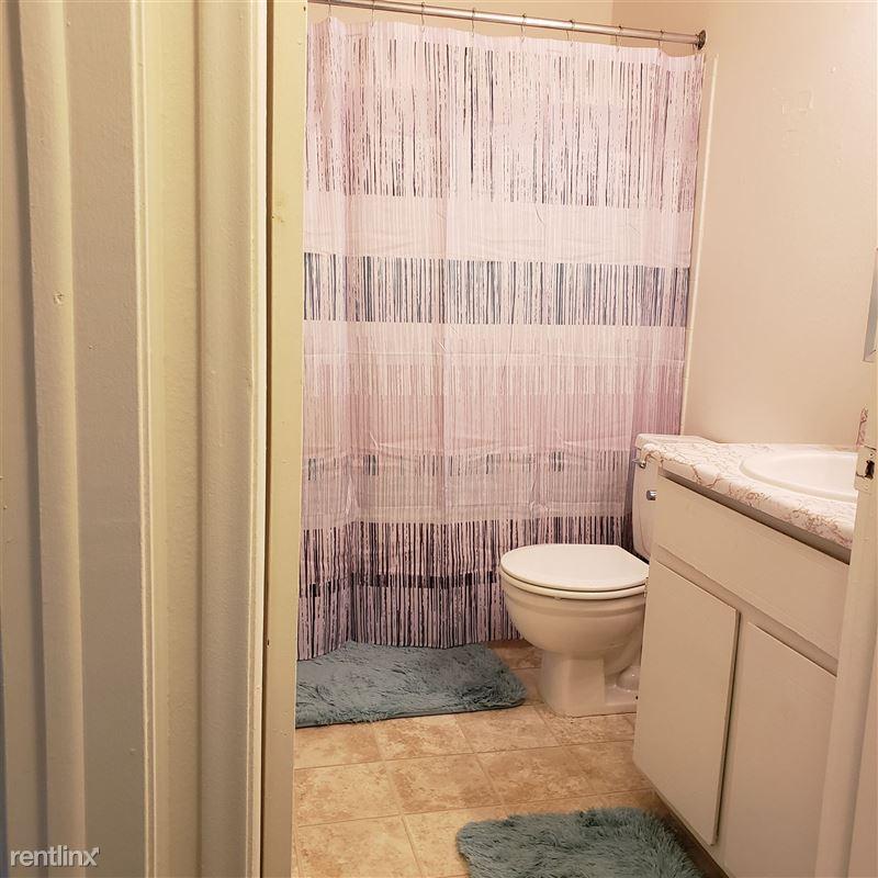 Knob Hill Apartments - 1 - Bathroom