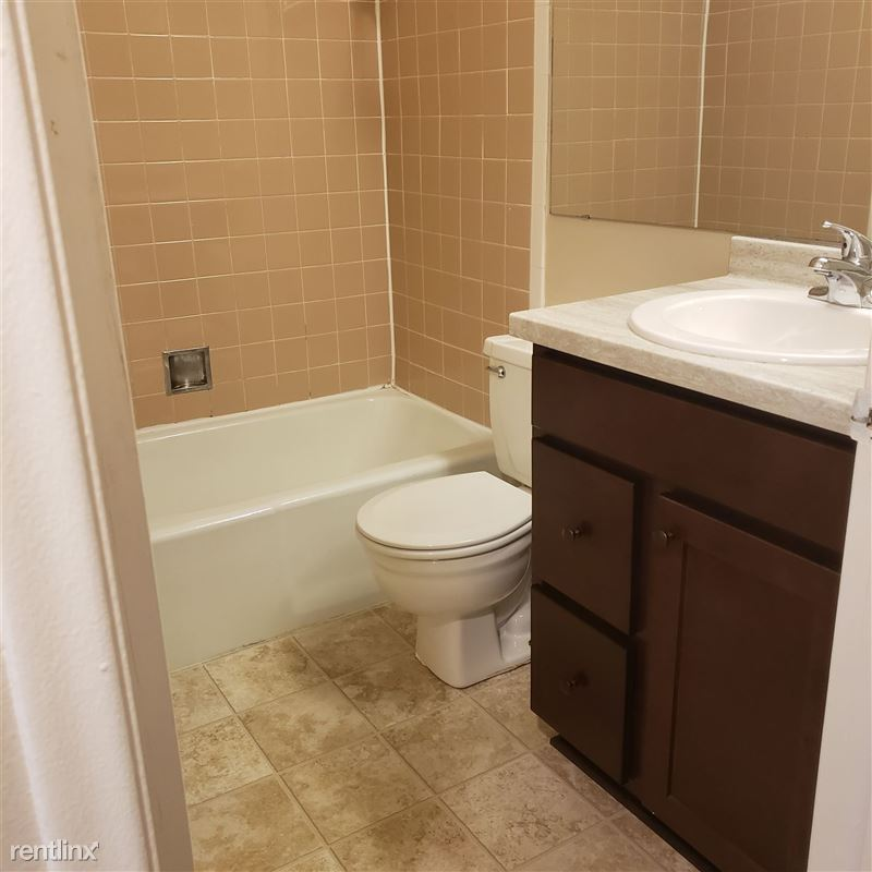 Knob Hill Apartments - 4 - Bathroom