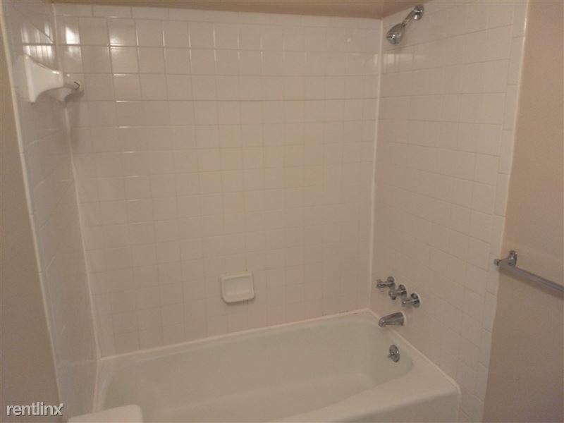 Knob Hill Apartments - 7 -
