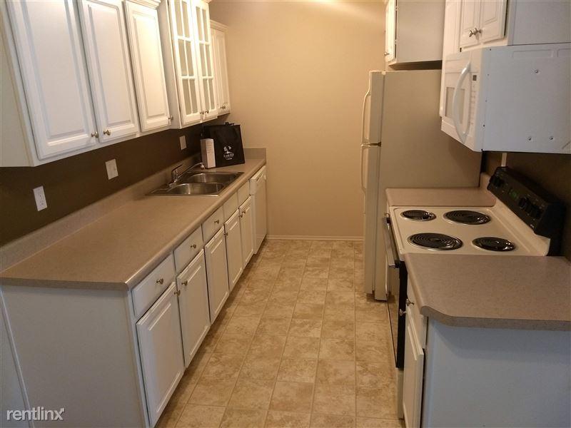 Knob Hill Apartments - 2 - White Style Kitchen