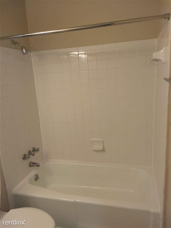 Knob Hill Apartments - 5 - Bathroom 3