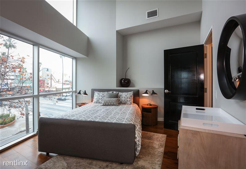 Blu Beverly Hills - 7 - 301 guest bed blu
