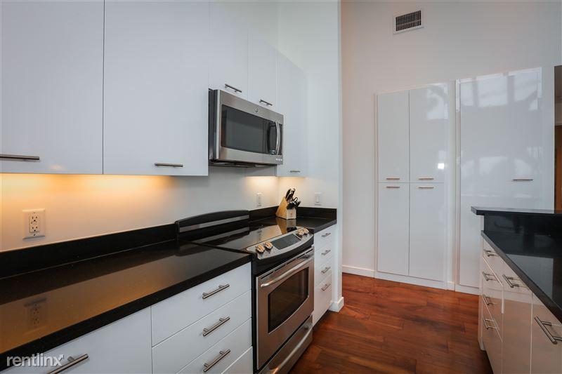 Blu Beverly Hills - 3 - 301 blu kitchen