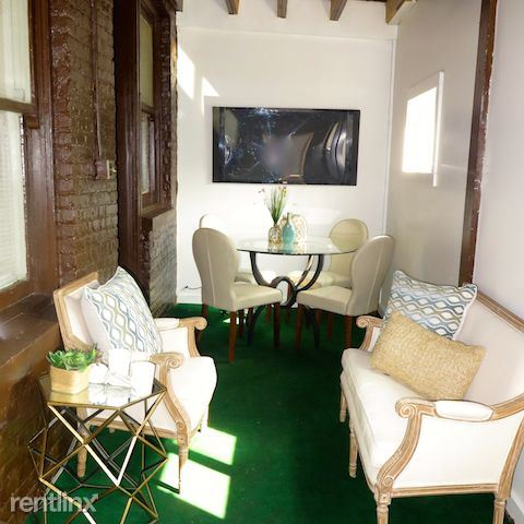 2209 E 70th St - 8 - Rear indoor/outdoor room