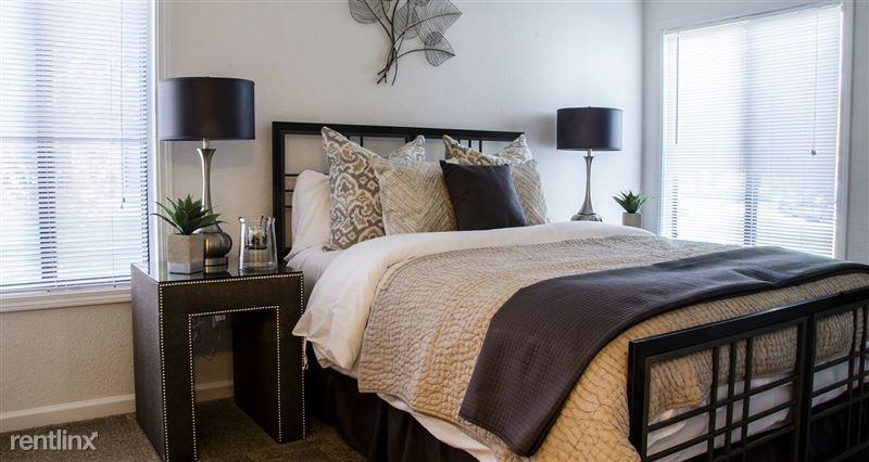 Furnished/Turnkey Suites @ Oak Hill Apartments - 5 - DSC_8872