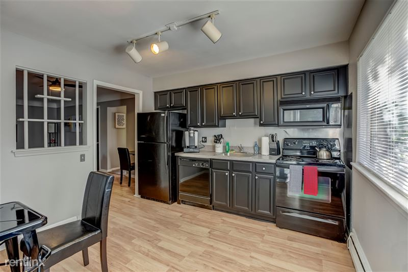 Furnished Suites in Clawson/Troy - 5 - 007-629WMapleRd7-Clawson-MI-48017-full