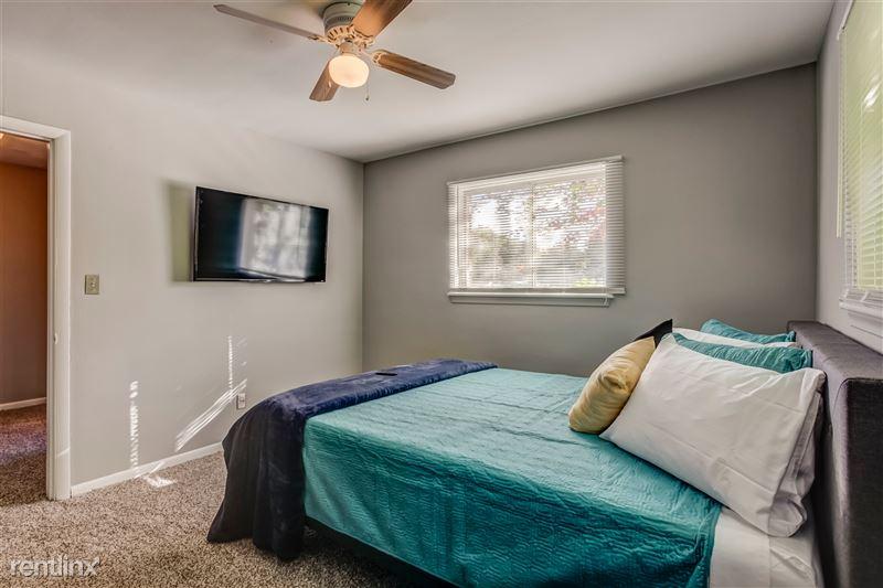 Furnished Suites in Clawson/Troy - 8 - 013-629WMapleRd7-Clawson-MI-48017-full