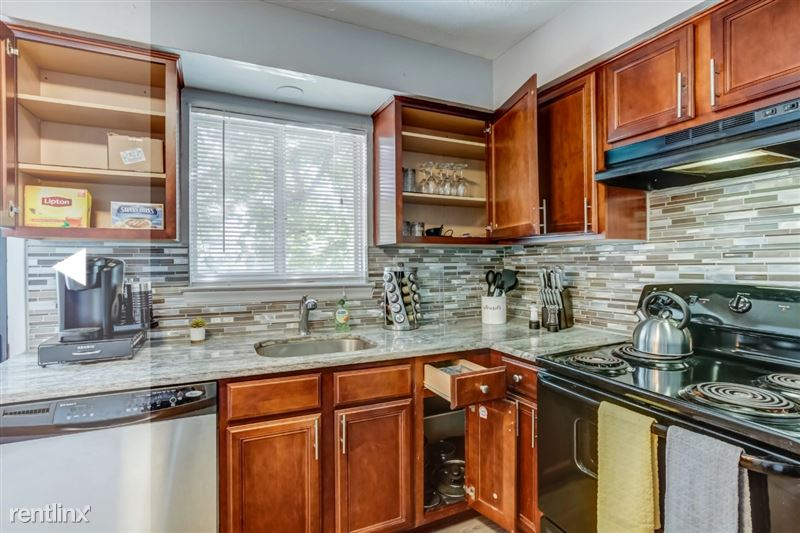 Furnished Suites in Clawson/Troy - 8 - Kitchen close up