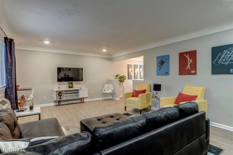 Furnished Suites in Clawson/Troy - 3 - Living Space