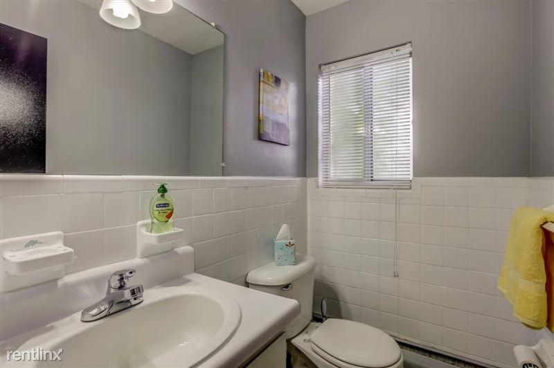 Furnished Suites in Clawson/Troy - 12 - Bathroom 1