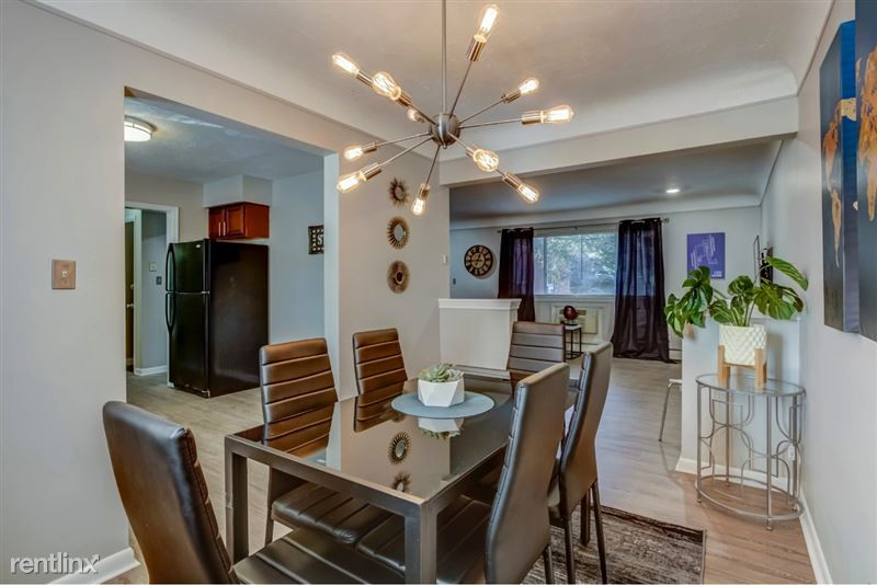 Furnished Suites in Clawson/Troy - 7 - Dining Area angle 2
