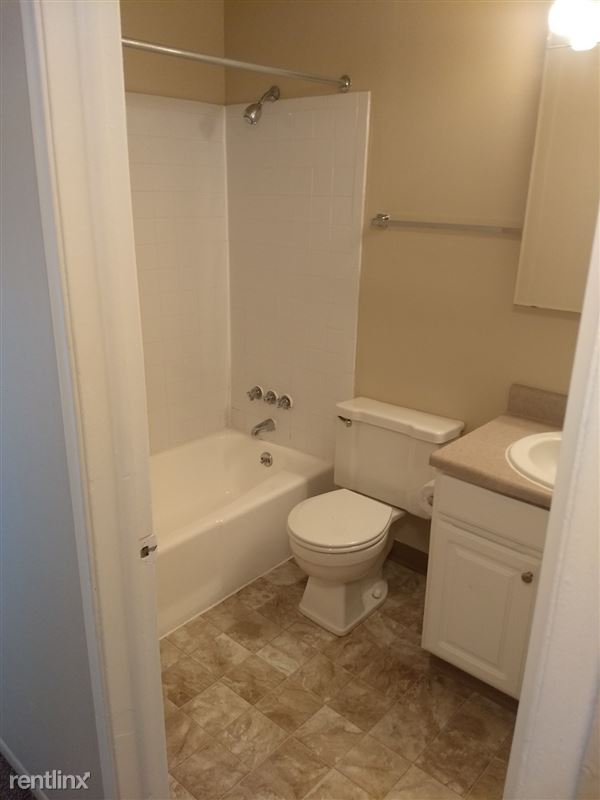 Knob Hill Apartments - 3 - Bathroom