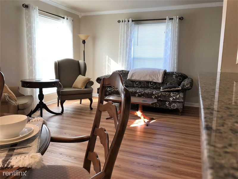 Flex-Lease/Furnished Condo w/ Den and Basement - 3 - IMG_0324