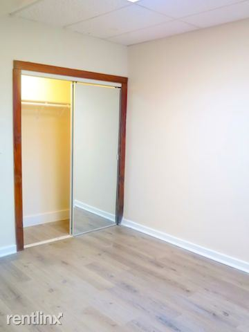 4338 S Drexel Blvd - 2 - Bedroom w/ Large Closet space/Mirror