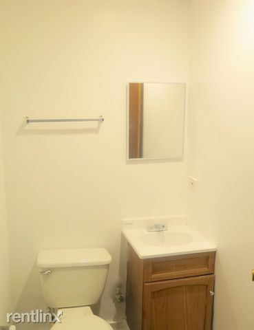 4338 S Drexel Blvd - 9 - Half Bathroom