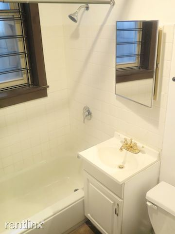 4338 S Drexel Blvd - 8 - Full Bathroom