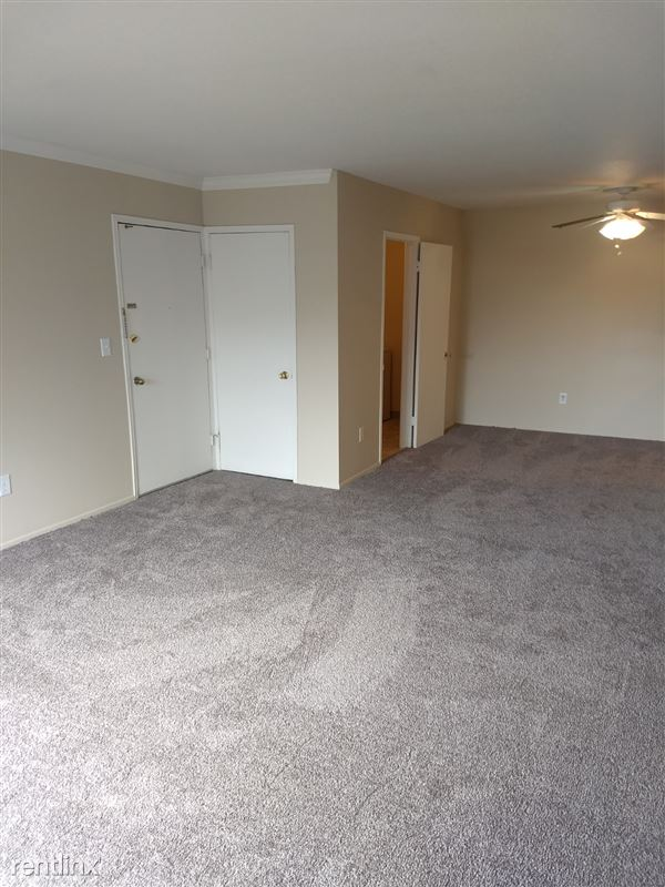 Knob Hill Apartments - 1 - Living Room