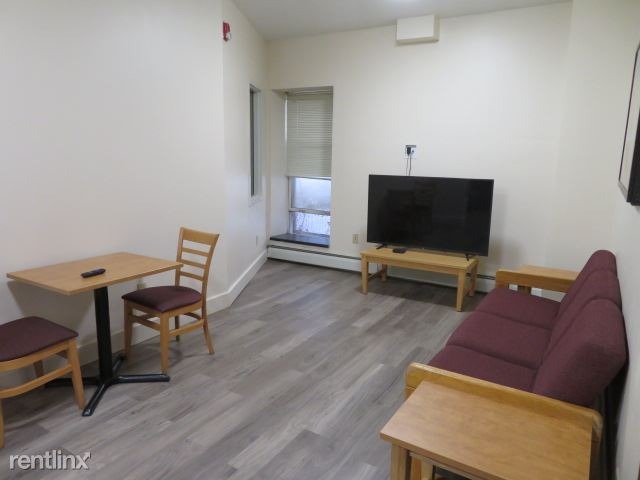 Colonial - 2 - 2nd floor lounge