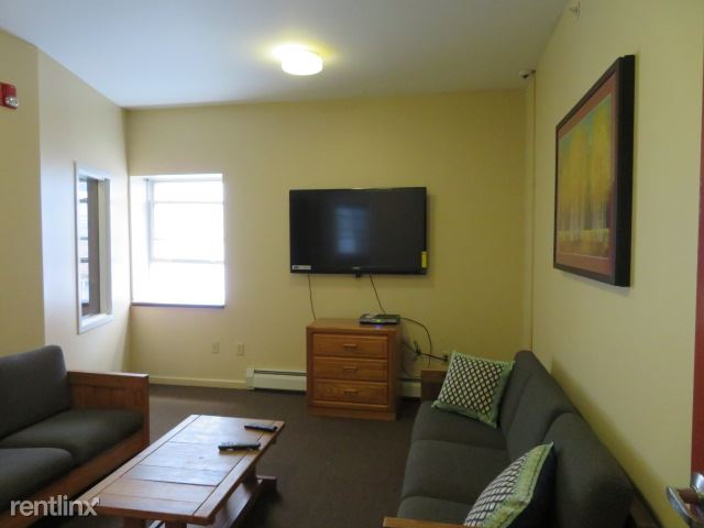 Colonial - 4 - 3rd floor lounge