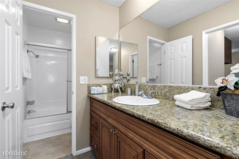 Vista Apartments - 9 - 45_1181WashingtonPl_IMG_6505Web