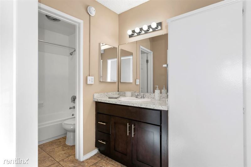 Riverside Villas Apartments - 15 -
