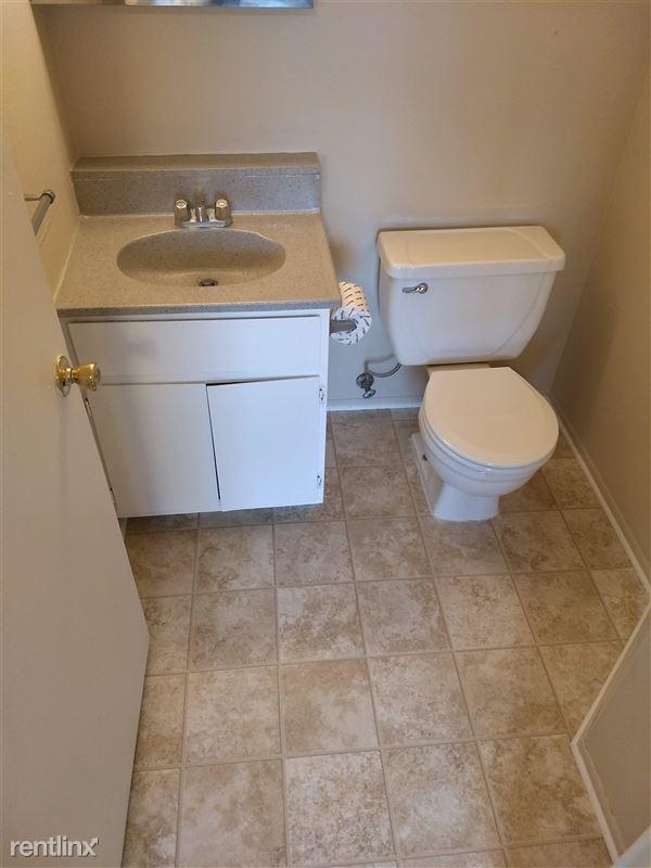 Knob Hill Apartments - 8 - Bathroom Master