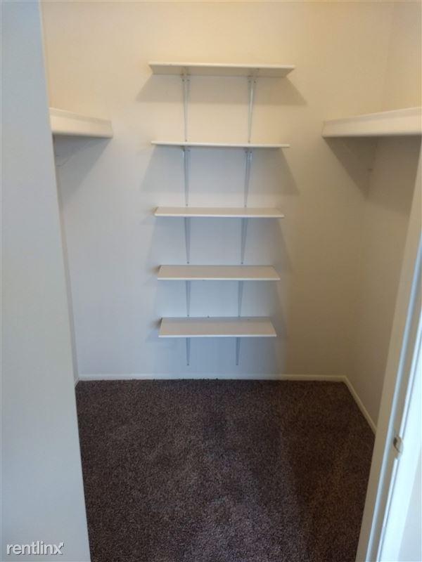 Knob Hill Apartments - 9 - Closet Master