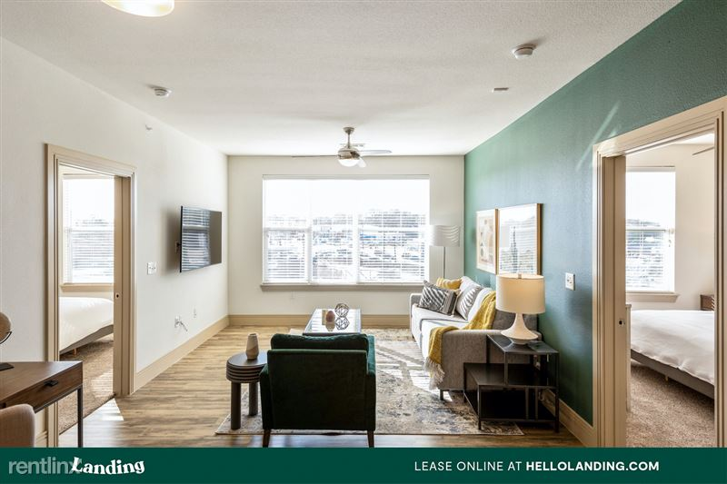 Landing Furnished Apartment Midtown Pointe Apartments - 1 -