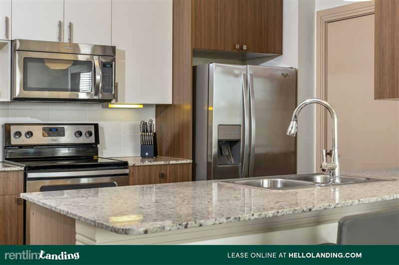 Landing Furnished Apartment Midtown Pointe Apartments - 3 -