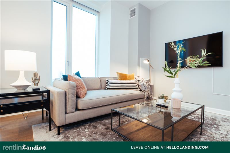 Landing Furnished Apartment Midtown Pointe Apartments - 16 -