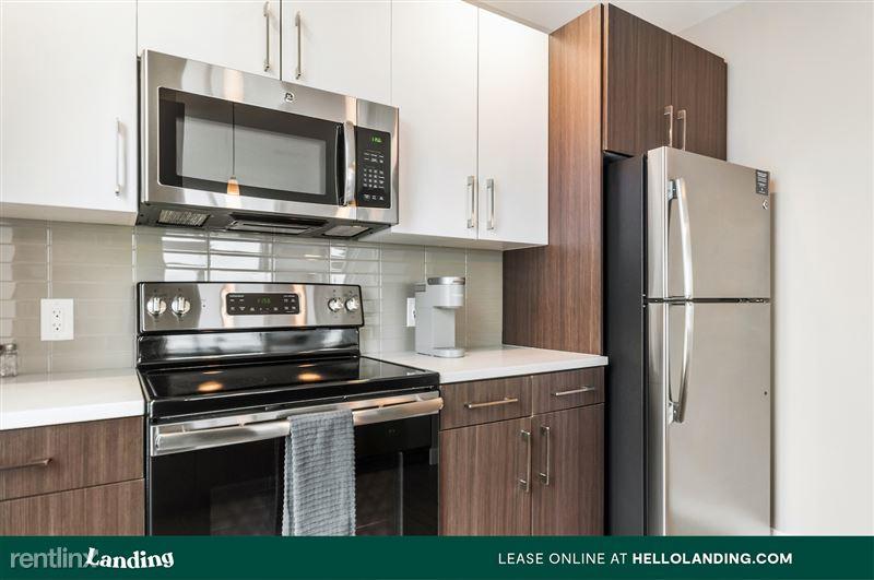 Landing Furnished Apartment Midtown Pointe Apartments - 20 -