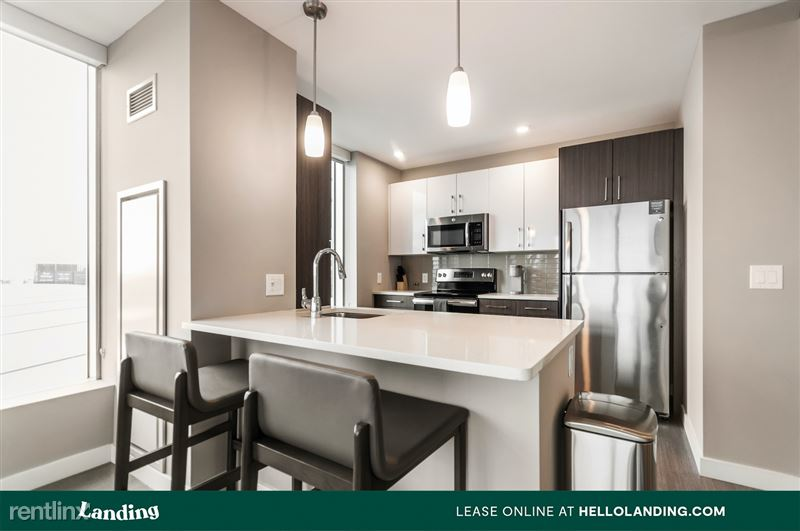 Landing Furnished Apartment Midtown Pointe Apartments - 21 -