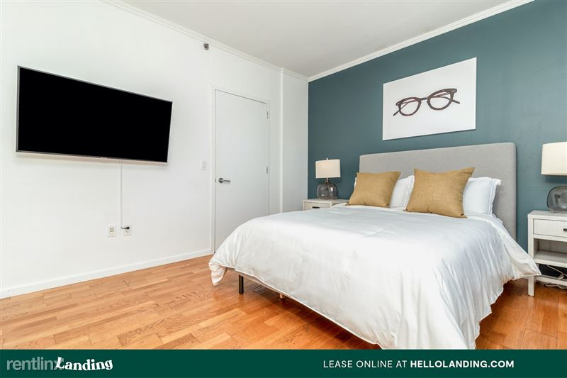 Landing Furnished Apartment Midtown Pointe Apartments - 28 -