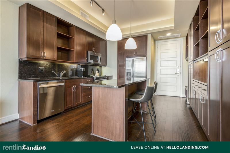 Landing Furnished Apartment Midtown Pointe Apartments - 46 -