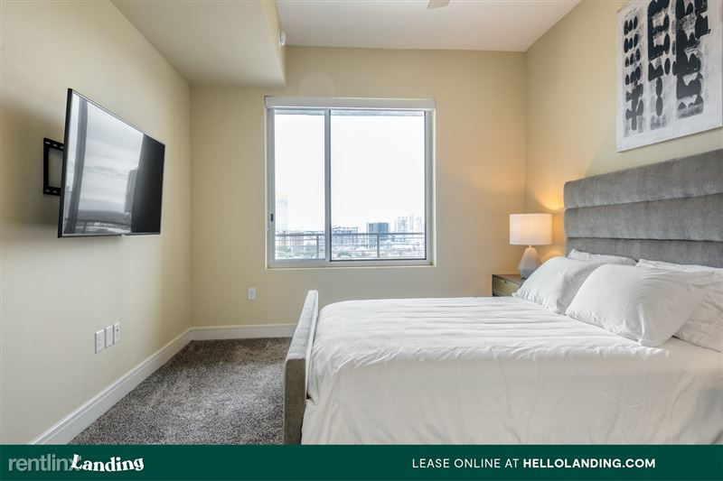 Landing Furnished Apartment Midtown Pointe Apartments - 47 -
