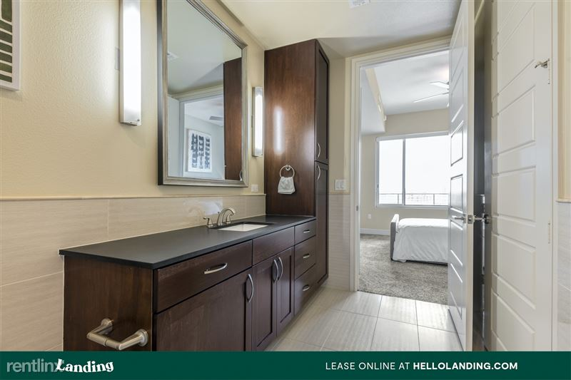 Landing Furnished Apartment Midtown Pointe Apartments - 48 -