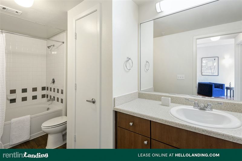 Landing Furnished Apartment Midtown Pointe Apartments - 60 -