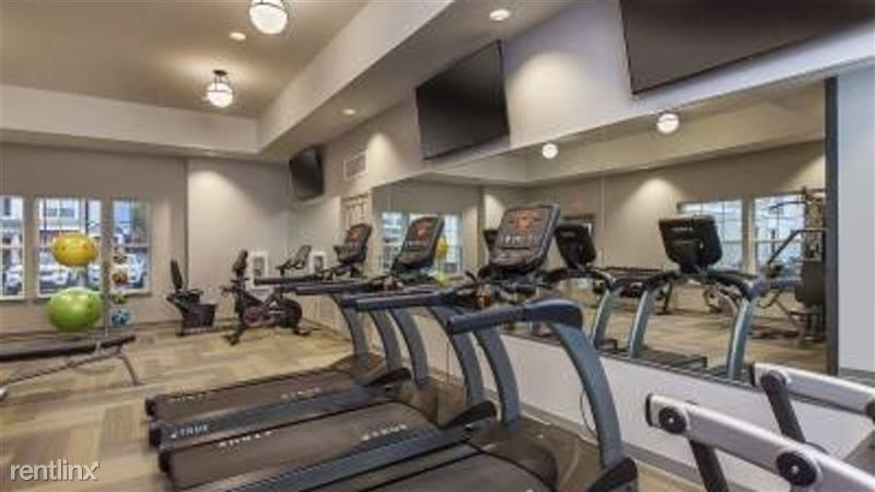 Landing Furnished Apartment Midtown Pointe Apartments - 12 -