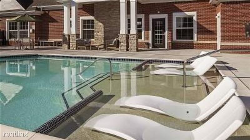Landing Furnished Apartment Midtown Pointe Apartments - 14 -