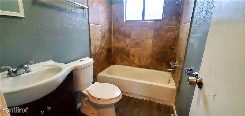 522 Aaron Pl - 2 - Bathroom